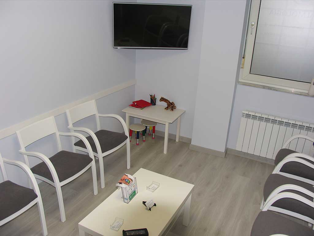 sala-de-espera-clinica-dental-as-fontiñas